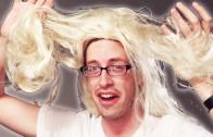 Mannen vlechten hun eigen haar