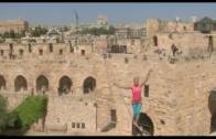 Slackliner doet gek in Jeruzalem