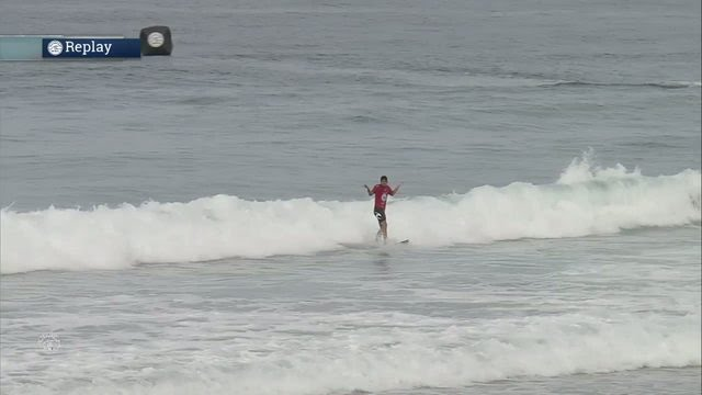 Surfer maakt perfecte flip