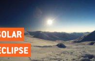Snowboarden tijdens zonsverduistering