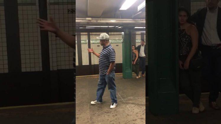 Prachtig zingen bij de metro