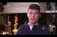 Max Verstappen bedankt Johan Cruijff nadat hij is verkozen tot Sportman van het Jaar 2016