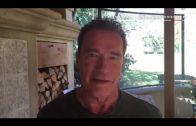 Schwarzenegger zet Trump op zijn plek