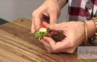 Hoe verwijder je de stam van een aardbei