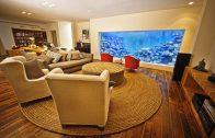 Man bouwt reuze aquarium in woonkamer