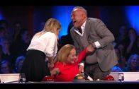 Angela Groothuizen plast in haar broek na harde val!
